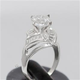 Làm điệu với nhẫn bạc nữ đá kim cương